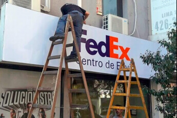 /trabajos/2019/08/29/cartel-frontal-luminosos-fedex-02.jpg