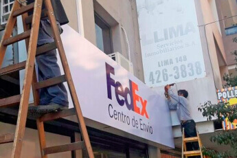 /trabajos/2019/08/29/cartel-frontal-luminosos-fedex-03.jpg